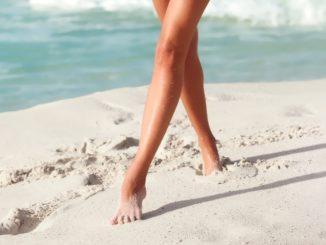khodit-po-pesku