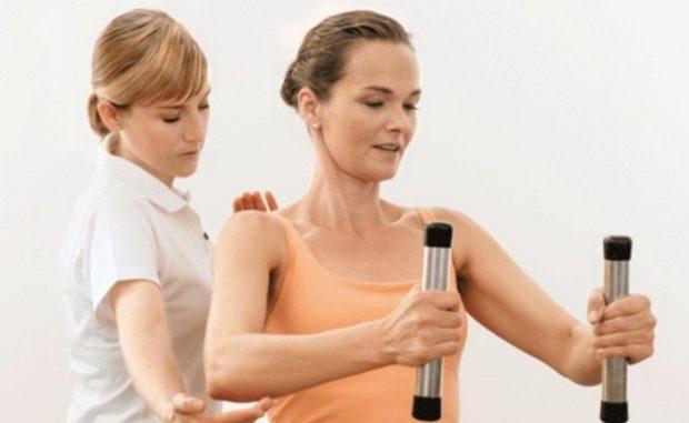 спиной остеохондроз симптомы и лечение